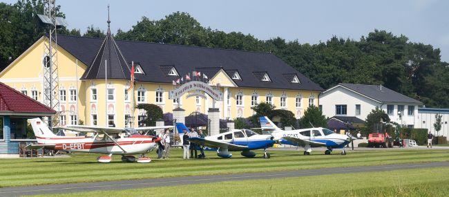 Die Flugzeuge des Fliegerclub Westerstede sind startbereit.